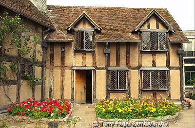 His admirers have been visiting the town since his death[Stratford-upon-Avon - England]