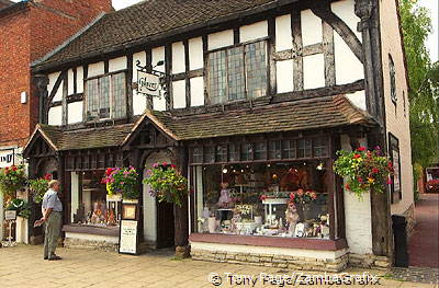 Stratford-on-Avon has the appearance of a small Tudor market town [Stratford-upon-Avon - England]e