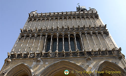 Two rows of pencil-thin columns on facade of Dijon Notre Dame
