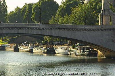 Seine River view in the vicinity of Notre-Dame