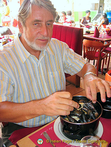 A meal of moules marinières