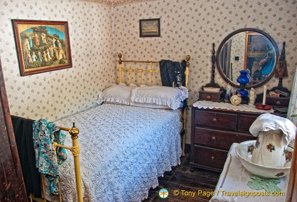 Single bedroom of The Golden Vale House