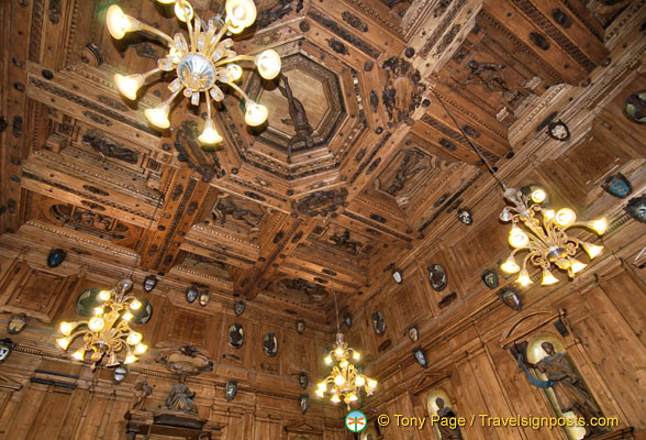 The ceiling of the Anatomical Theatre in a xylograph