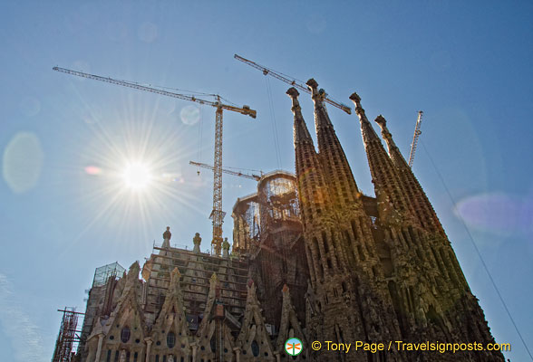 Looking up to Sagrada Familia