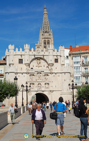 Tony going to check out the Arco de Santa Maria