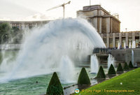 20 powerful water canons are part of the Fountain of Warsaw