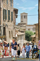 Many streets to explore in Assisi