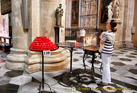 Making offerings - Como Duomo