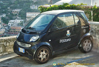 A Positano Comune smart car