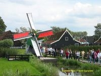 Crowds arriving at Zaanse Schans