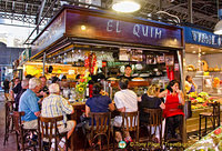 El Quim is very popular and it's not easy to find a seat here