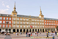 Casa de la Panaderia (Bakery House) now houses the Madrid Tourist Board and on the  ground floor is the tourism office.